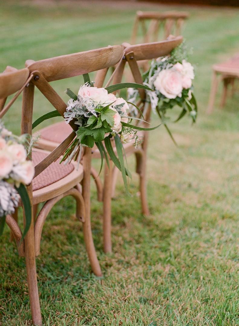 bouquets chaises cérémonie laique