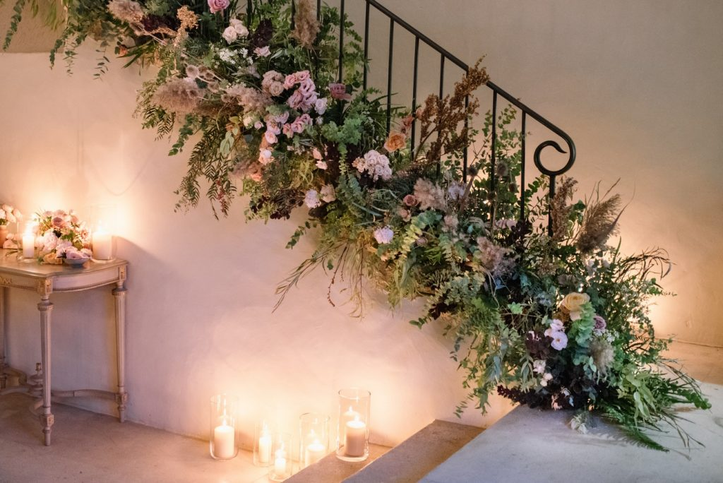 stairs_wedding_floral_decor_wedding_in_france