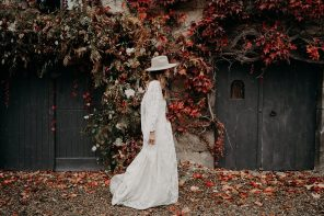 moody_floral_decor_arch
