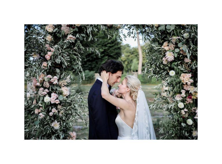 arche_cérémonie_laique_mariage_wedding_floral_arch_