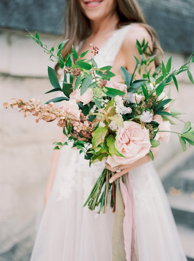 beautiful-bride-bouquet-wedding-photoshoot-paris