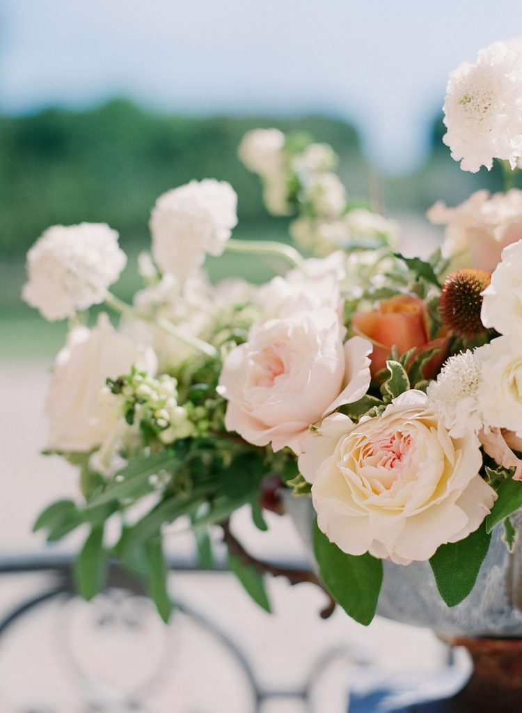 beautiful-flowers-wedding-chateau-de-villette-lily-paloma