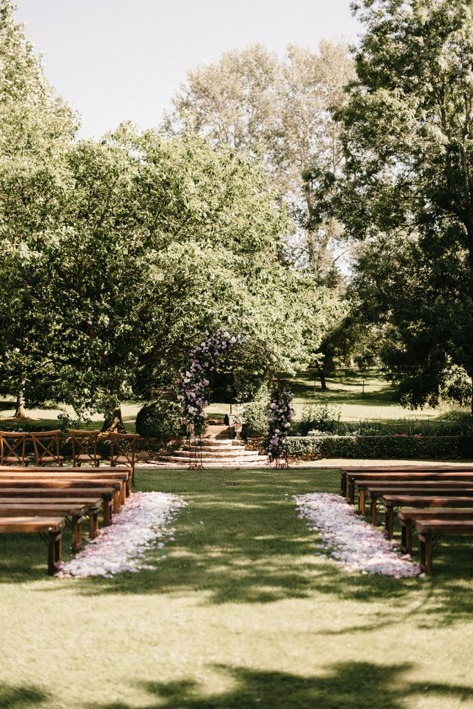 natura-outdoor-ceremony-petals-aisle-benches-lily-paloma