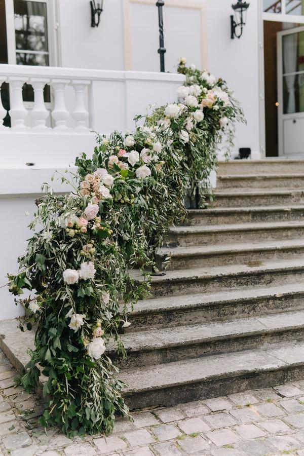 decor-perron-chateau-des-clos-mariage-wedding-decor-entrance-franch-castle