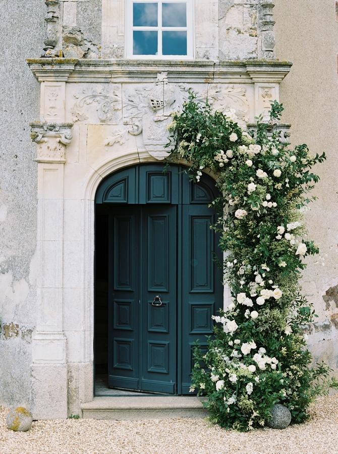 door-wedding-floral-decor