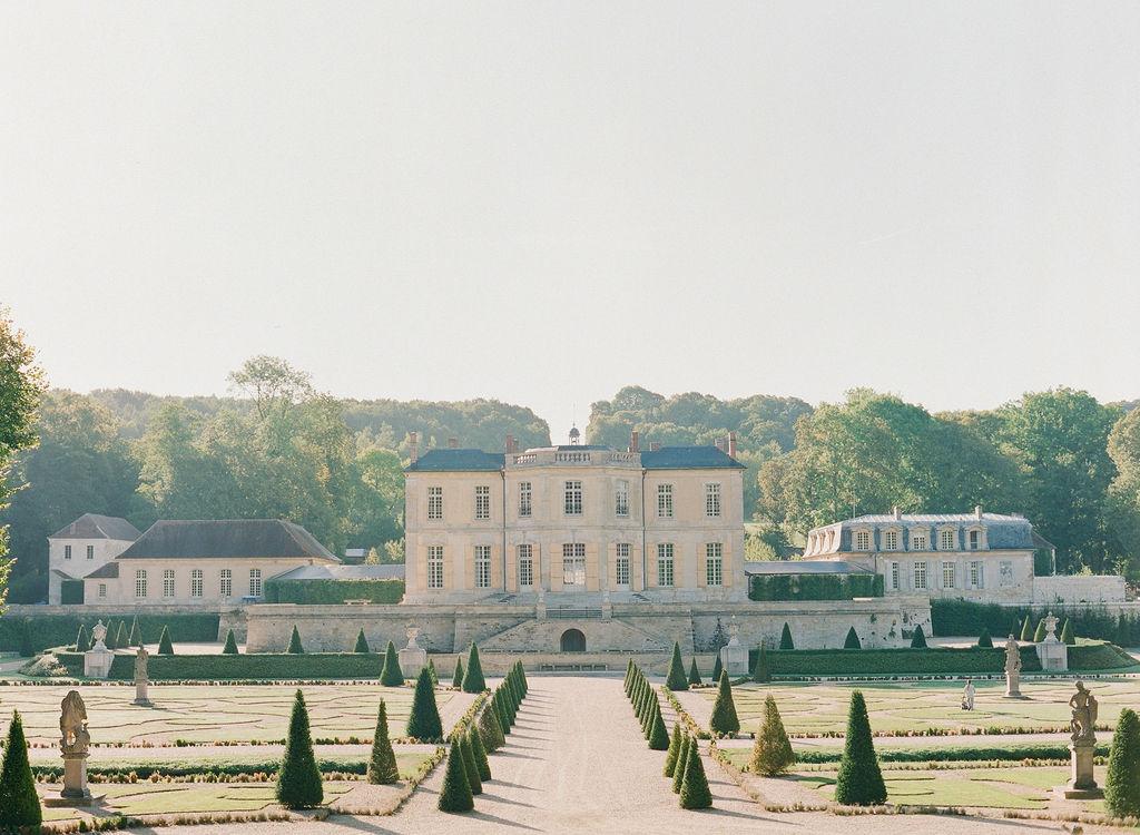 chateau-de-villette-wedding-recpetion-near-paris-florist-lily-paloma