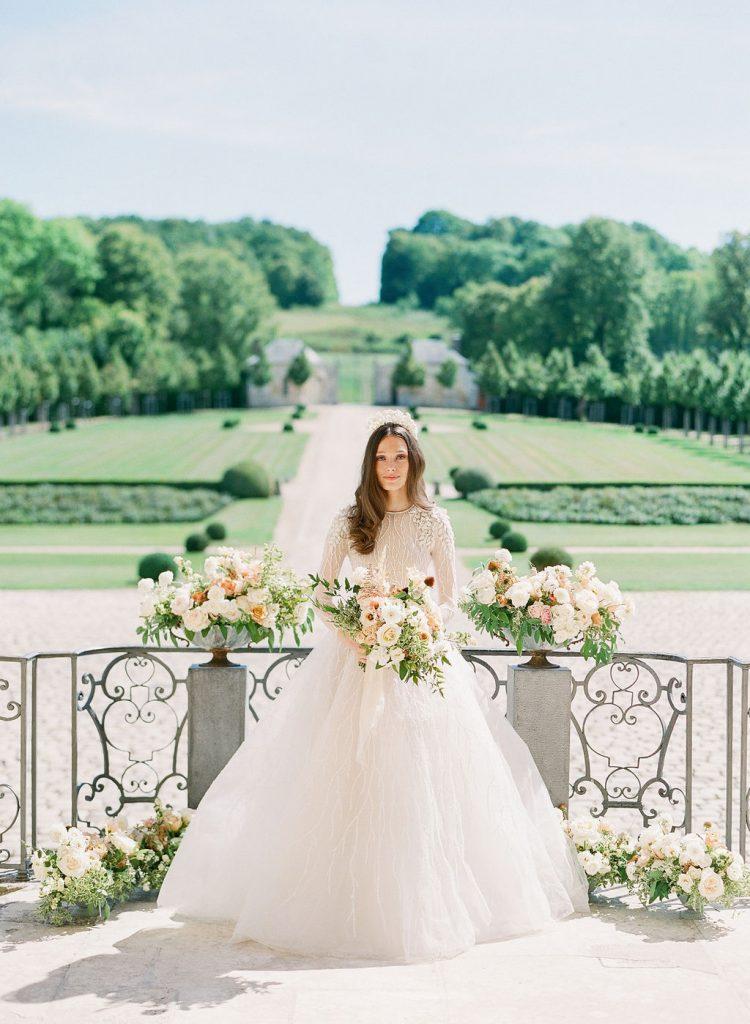 outdoor-wedding-ceremony-chateau-villette