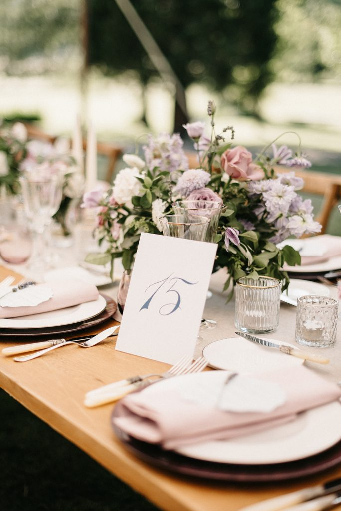 purple-centerpiece-wedding-in-france-lily-paloma